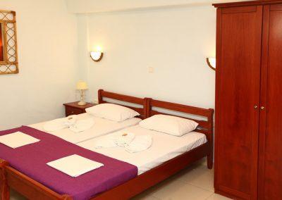 Double studio's 2 single beds and wardrobe